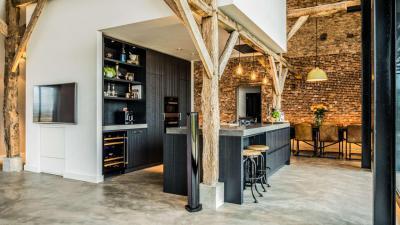 Különleges konyha téglaburkolattal - konyha / étkező ötlet, modern stílusban