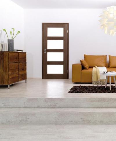 Üvegbetétes fa beltéri ajtó - nappali ötlet, modern stílusban