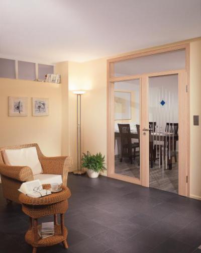 Üvegajtó savmart díszítéssel - nappali ötlet, modern stílusban