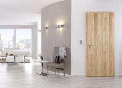 Modern előszoba világos fa ajtóval - előszoba ötlet, modern stílusban