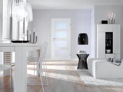 Beltéri ajtó üvegbetéttel világos színben - nappali ötlet, modern stílusban