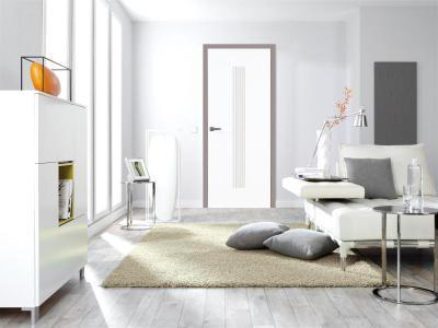 Fehér beltéri ajtó fehér bútorokhoz - nappali ötlet, modern stílusban