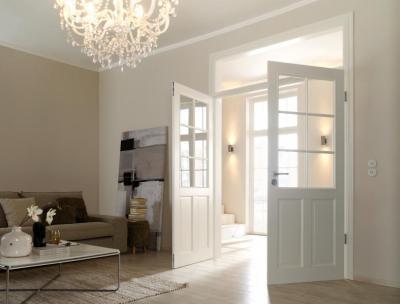 Modern enteriőr klasszikus kétszárnyú, üvegbetétes ajtóval - nappali ötlet