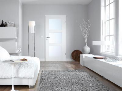 Minimál stílus üvegbetétes ajtóval - háló ötlet, minimál stílusban