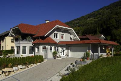 TONDACH® Rumba kerámia tetőcserép engóbozott piros színben - tető ötlet, klasszikus stílusban