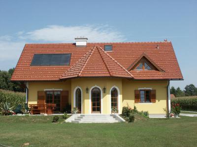 TONDACH® Tangó+ kerámia tetőcserép engóbozott piros színben - tető ötlet, klasszikus stílusban