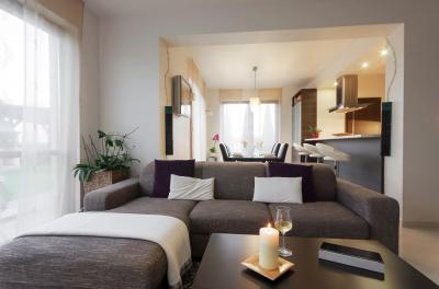 Nappali kényelmes kanapéval - nappali ötlet, modern stílusban