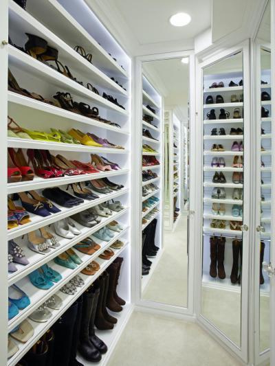 Szép, igényes cipős-polc - belső továbbiak ötlet, modern stílusban