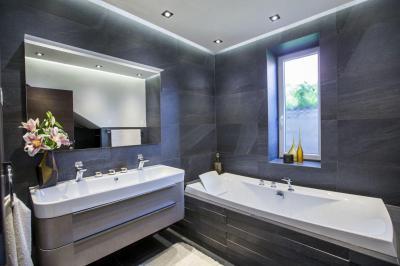Látványos hidegburkolat - fürdő / WC ötlet, modern stílusban