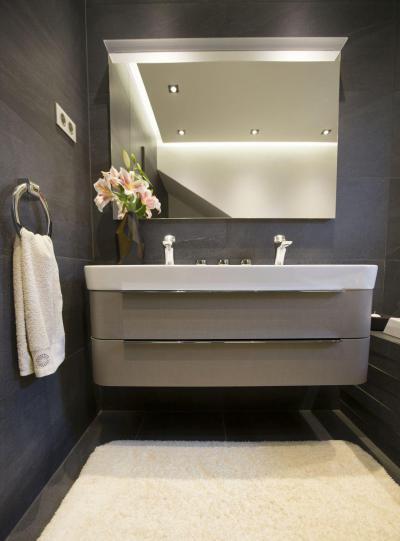 Kétszemélyes mosdó szekrénnyel - fürdő / WC ötlet, modern stílusban
