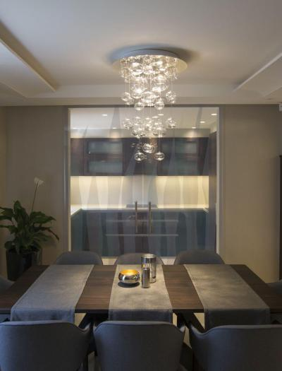 Látványos mennyezeti lámpa az étkezőben - konyha / étkező ötlet, modern stílusban