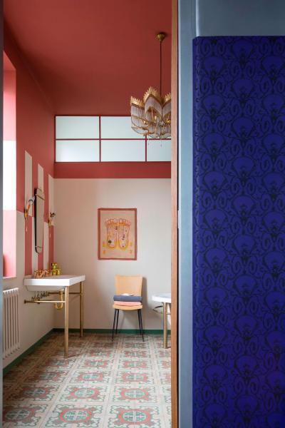 Tapéta és színes falak a fürdőben - fürdő / WC ötlet