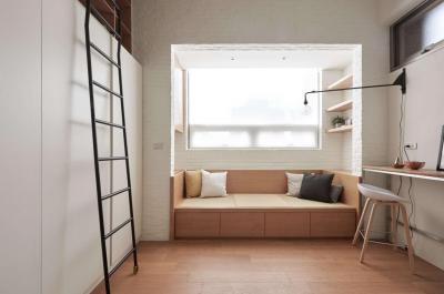 Kislakás nappalija íróasztallal - nappali ötlet, modern stílusban