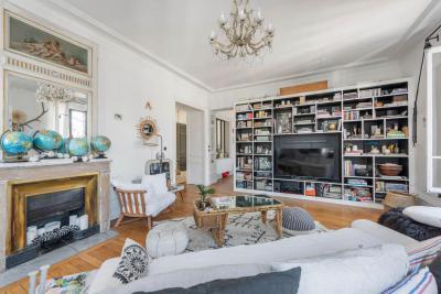 Klasszikus és modern részletek a nappaliban - nappali ötlet, klasszikus stílusban