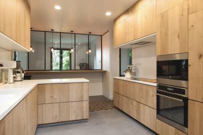 Natúr fa konyhafrontok - konyha / étkező ötlet, modern stílusban