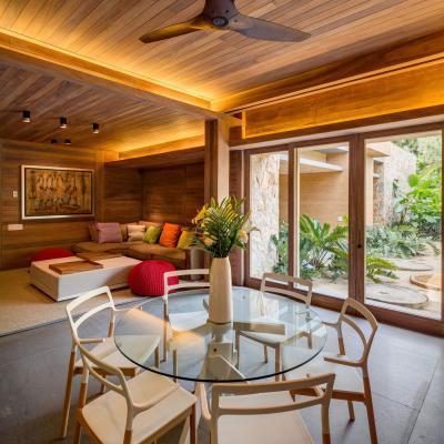 Modern nappali rusztikus háttérrel - nappali ötlet