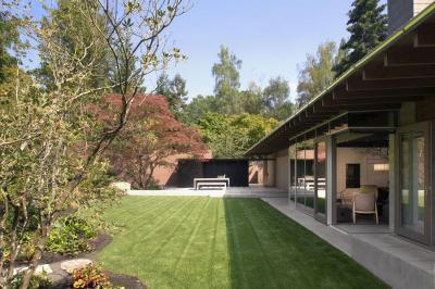 Egybenyíló kert, terasz, nappali - kert / udvar ötlet, modern stílusban