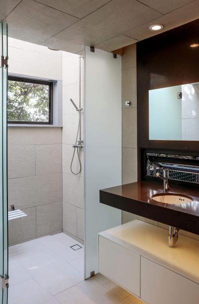Barna bézs fürdőszoba - fürdő / WC ötlet, modern stílusban