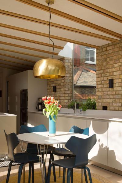 Látványos függeszték az étkezőasztal fölött - konyha / étkező ötlet, modern stílusban