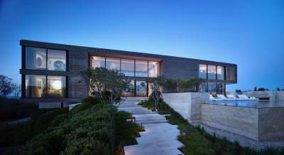 Látványosan megvilágított kerti lépcső - homlokzat ötlet, modern stílusban