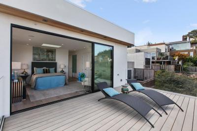 Hálószoba terasszal - erkély / terasz ötlet, modern stílusban