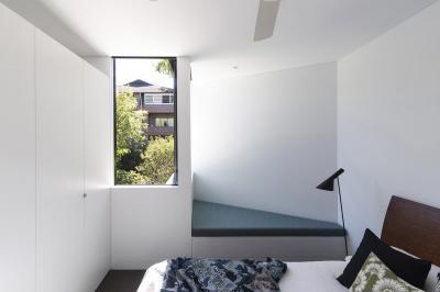 Hálószoba ötletes paddal - háló ötlet, modern stílusban