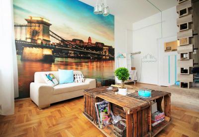 Posztertapéta a nappaliban - nappali ötlet, modern stílusban