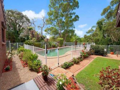 Kerítés a ház körül15 - kert / udvar ötlet, modern stílusban