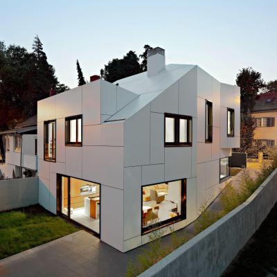 Fehér homlokzatburkolat - homlokzat ötlet, modern stílusban