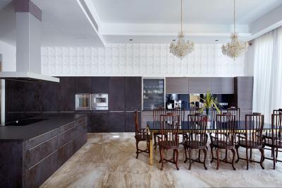 Fehér konyha fekete bútorokkal - konyha / étkező ötlet, modern stílusban
