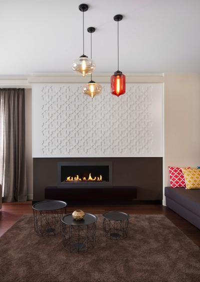 Design bútorok és kandalló a nappaliban - nappali ötlet, modern stílusban