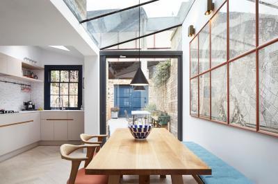 Üvegtető a konyhában - konyha / étkező ötlet, modern stílusban