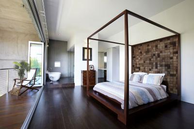 Hálószoba erkéllyel és fürdővel - háló ötlet, modern stílusban