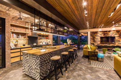 Loft lakás konyhája - konyha / étkező ötlet, modern stílusban