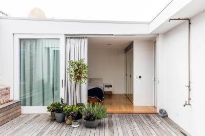 Tetőterasz hálószobával - erkély / terasz ötlet, modern stílusban