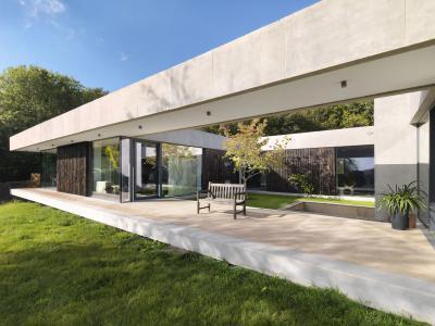 Látszóbeton a teraszon - erkély / terasz ötlet, modern stílusban