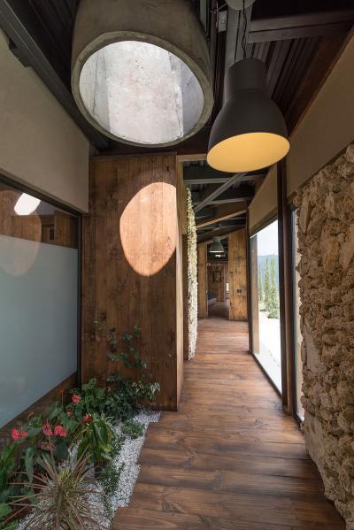 Veranda bevilágító ablakkal - belső továbbiak ötlet, rusztikus stílusban