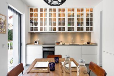 Faltól falig konyhabútor - konyha / étkező ötlet, modern stílusban
