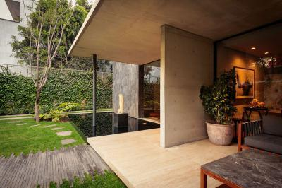 Látszóbeton és üveg a teraszon - erkély / terasz ötlet, modern stílusban