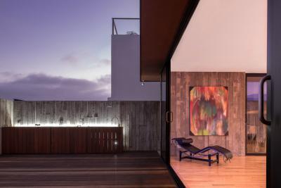 Látszóbeton kerítés a teraszon - erkély / terasz ötlet, modern stílusban