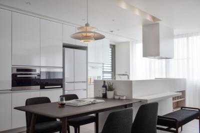 Konyhaszigethez toldott étkezőasztal - konyha / étkező ötlet, modern stílusban