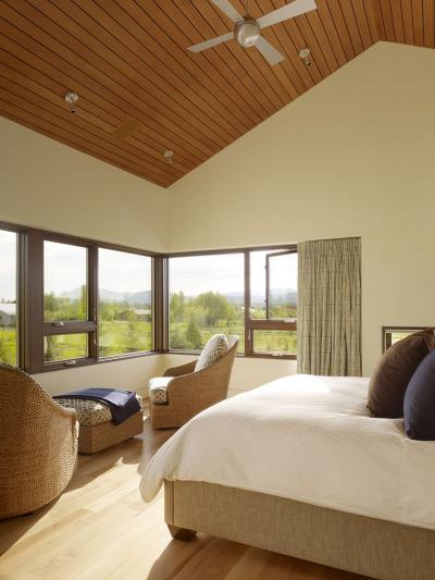 Hálószoba sok ablakkal - háló ötlet, modern stílusban