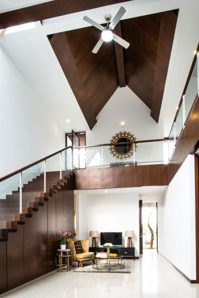 Társalgósarok a lépcső alatt - belső továbbiak ötlet, klasszikus stílusban