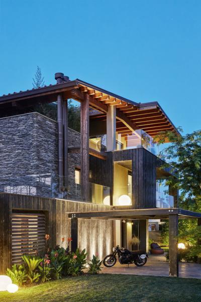 Fa, kő és üveg a homlokzaton - homlokzat ötlet, modern stílusban
