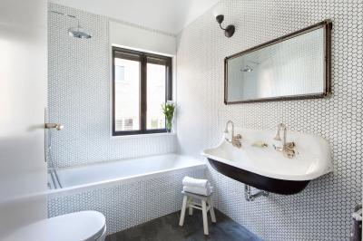 Régies mosdó a fürdőben - fürdő / WC ötlet, klasszikus stílusban