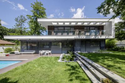 Műanyag alu ablakokkal teli homlokzat - homlokzat ötlet, modern stílusban