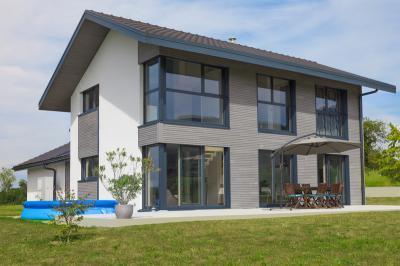 Nagyméretű műanyag-alu ablakok - homlokzat ötlet, modern stílusban