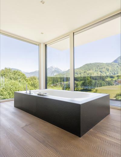Padlótól mennyezetig érő ablak a fürdőben - fürdő / WC ötlet, modern stílusban