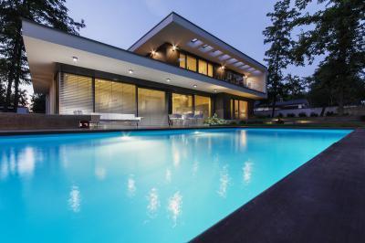 Faltól falig ablakok és teraszajtó - erkély / terasz ötlet, modern stílusban