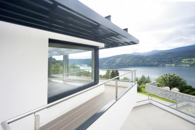 Panoráma ablak a sarokban - homlokzat ötlet, modern stílusban